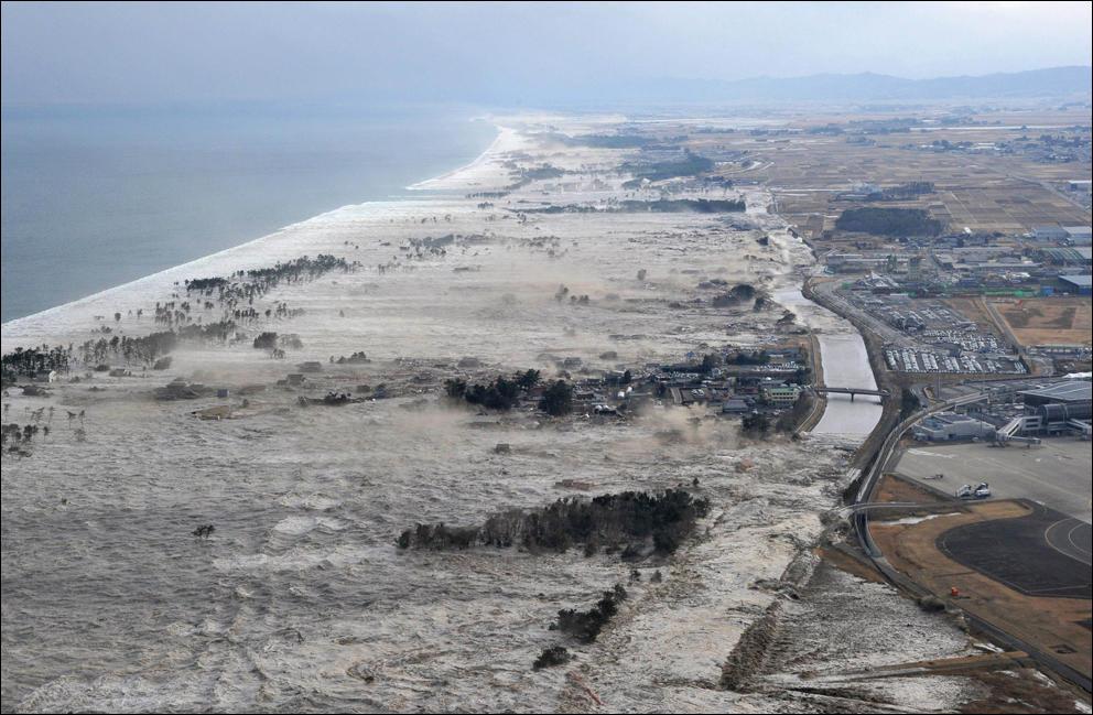 Последствия цунами в японии 50 фото